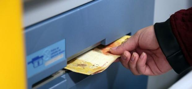 Bancos têm diferença de 215% nas tarifas no estado