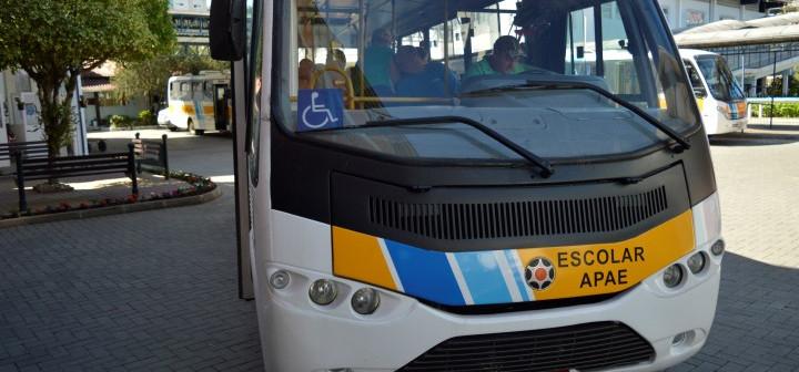 A farsa do ônibus doado para a Apae