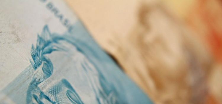 Casal é preso passando dinheiro falsa na Rua Paris
