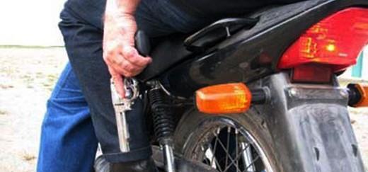 Ladrões de moto assaltam comércio na Vila Nova
