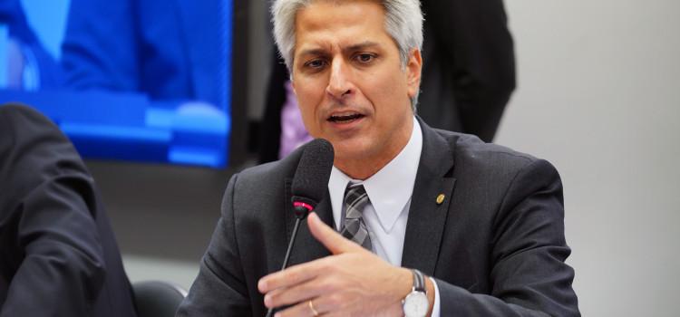 Deputados divergem sobre rumos da política ambiental brasileira
