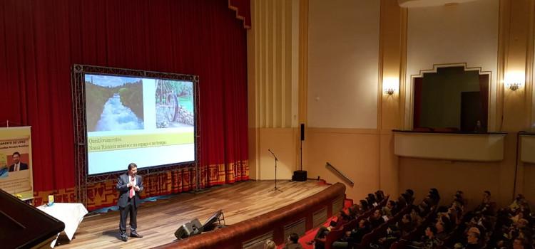 Parapsicólogo lota grande auditório do Carlos Gomes