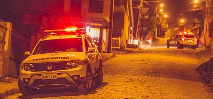Bebê prematura é salva por policiais militares