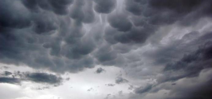 Litoral de SC até a BA tem ventos moderados e chuva persistente