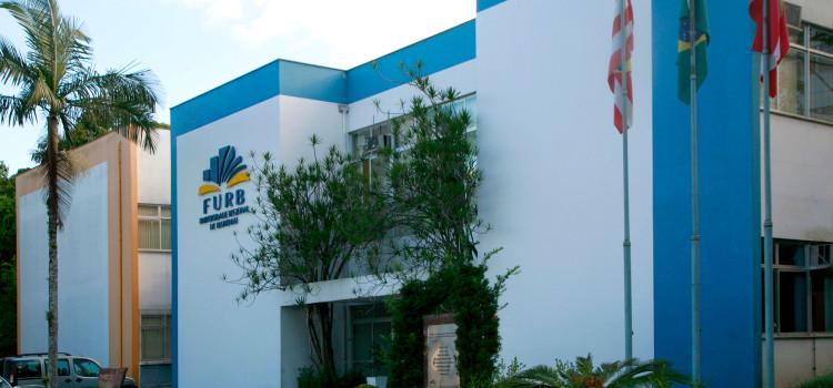FURB assina convênio com BADESC para modernizar TI