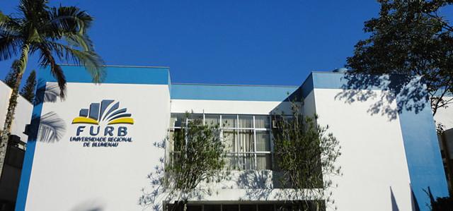 Governador reforça aproximação com universidades comunitárias em visita à Furb