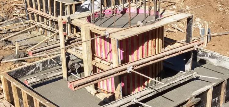 Ponte no Garcia recebe concretagem nos blocos de sustentação das vigas