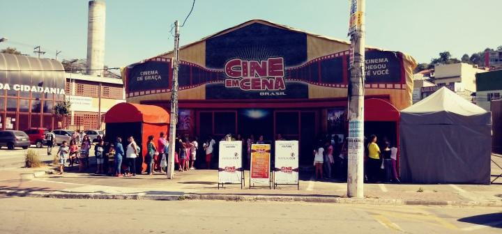 Cine em Cena Brasil e WestRock levam cinema itinerante para Blumenau