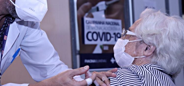 Blumenau reabre agendamento para idosos com idade entre 80 e 84 anos