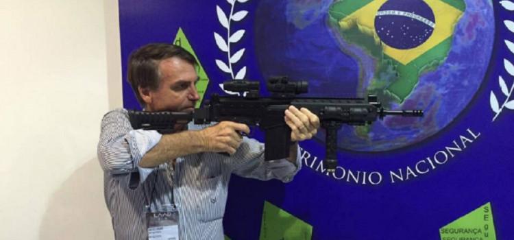 Em meio à inflação, presidente zera imposto sobre armas