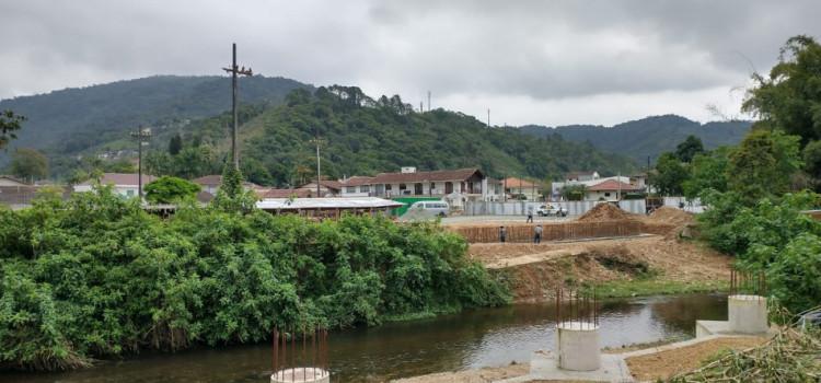 Obra em nova ponte do Garcia é retomada pelo município