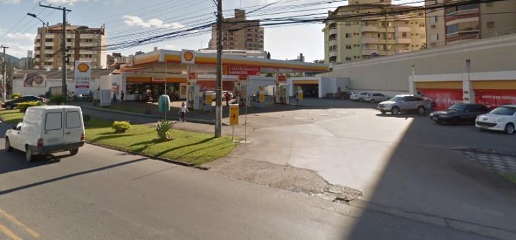 Covarde agride cliente de posto de gasolina da República Argentina