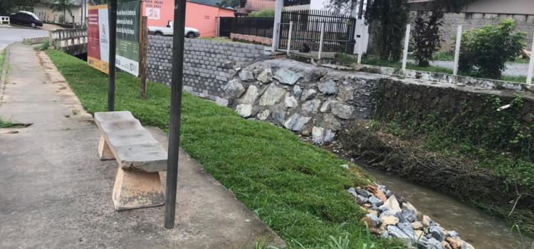 Reforço em cabeceira na Ponte da Ruy Barbosa em fase de acabamento