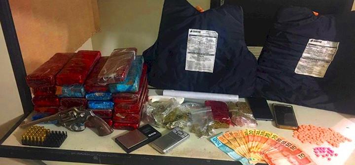 PM prende dois homens por tráfico de drogas