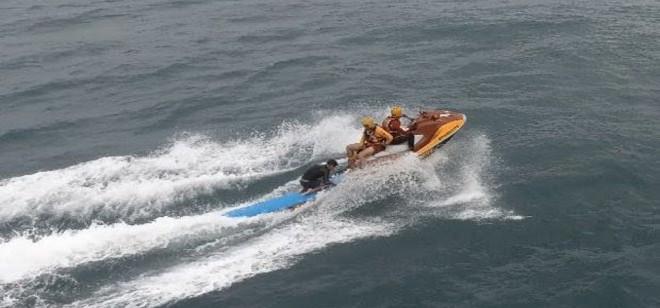 Bombeiros salvam surfista com ajuda de drone em Florianópolis