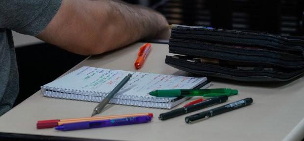 Lei proíbe cobrança de taxas abusivas por universidades privadas em SC